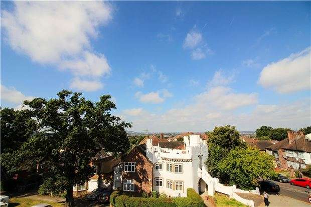 1 Bedroom Flat for sale in Rochester Court, Wakemans Hill Avenue, KINGSBURY, NW9 0TR