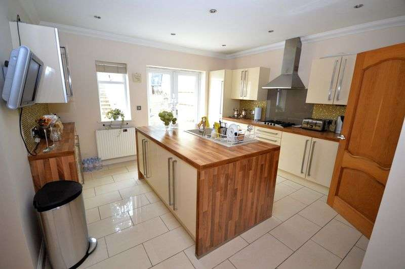 4 Bedrooms House for sale in Queens Park Avenue, Queens Park, Bournemouth