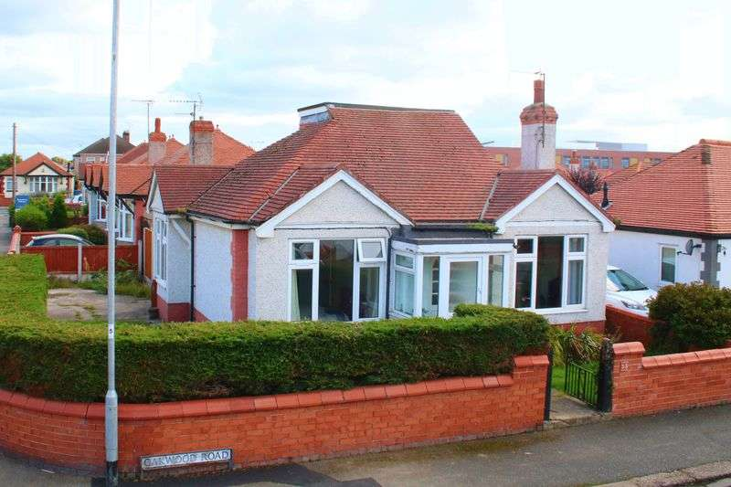 3 Bedrooms Detached Bungalow for sale in Oakwood Road, Rhyl