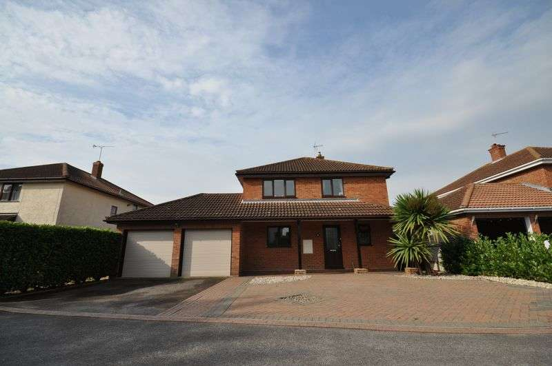 4 Bedrooms Detached House for sale in Stable Mews, West Mersea