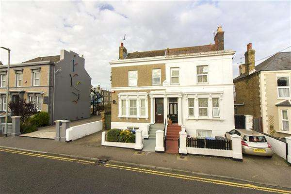 5 Bedrooms Semi Detached House for sale in Elms Avenue, Ramsgate