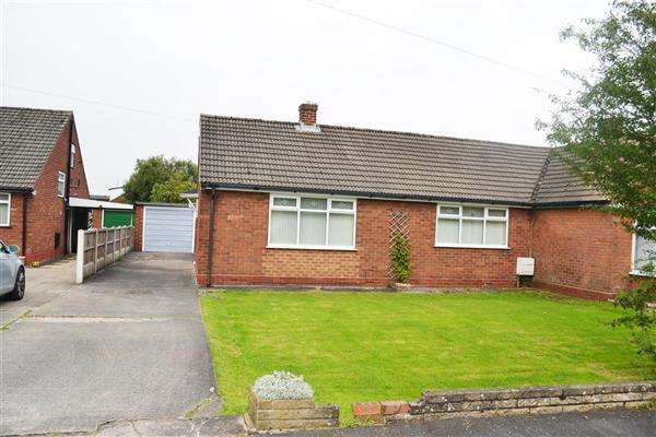 2 Bedrooms Bungalow for sale in Bowden Close, Leigh