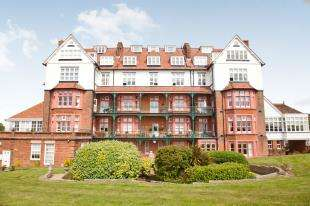 2 Bedrooms Flat for sale in St. Andrews, The Durlocks, Folkestone, Kent