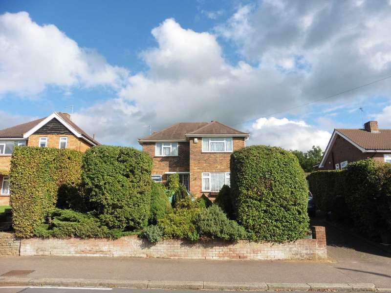3 Bedrooms Detached House for sale in Woodwaye, Oxhey, Watford