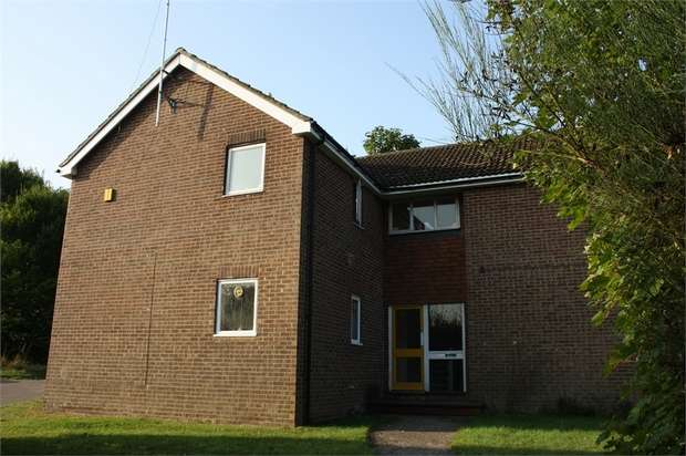 Flat for sale in Earlsbourne, Church Crookham, Fleet, Hampshire