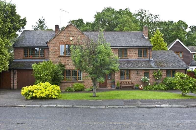 5 Bedrooms Detached House for sale in Barham Close, Weybridge, Surrey, KT13