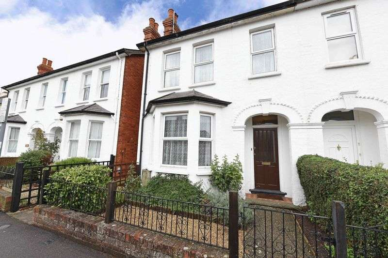 3 Bedrooms Semi Detached House for sale in Crown Lane, Theale