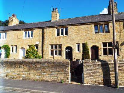 2 Bedrooms Terraced House for sale in Railway Terrace, Halifax, West Yorkshire