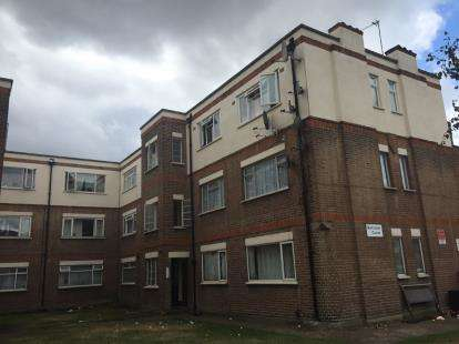 2 Bedrooms Flat for sale in Rayleigh Court, New Road, London