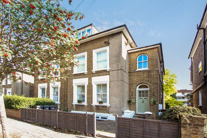 2 Bedrooms Flat for sale in King Charles Road, Surbiton