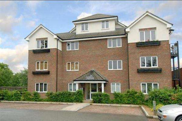 2 Bedrooms Apartment Flat for sale in Lincoln Court, Denham Green