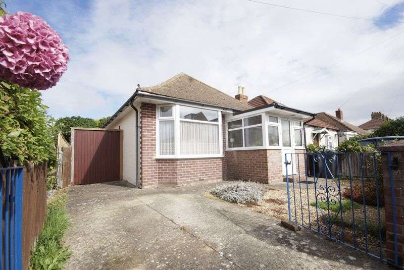 2 Bedrooms Detached Bungalow for sale in Gosport Road, Lee on the Solent, PO13