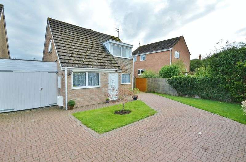 3 Bedrooms Detached House for sale in Deansfield, Cricklade, Wiltshire.