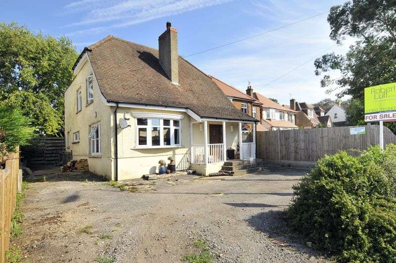 4 Bedrooms Bungalow for sale in Arundel Road, Worthing