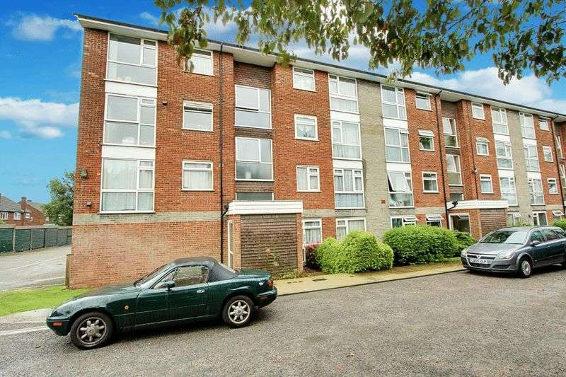 2 Bedrooms Flat for sale in Sycamore Close, Northolt