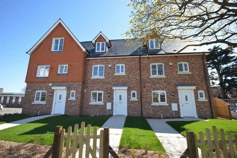 4 Bedrooms Terraced House for sale in Avenue Road, Lymington