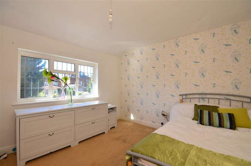 4 Bedrooms Semi Detached House for sale in Lower Park Road, Loughton, Essex