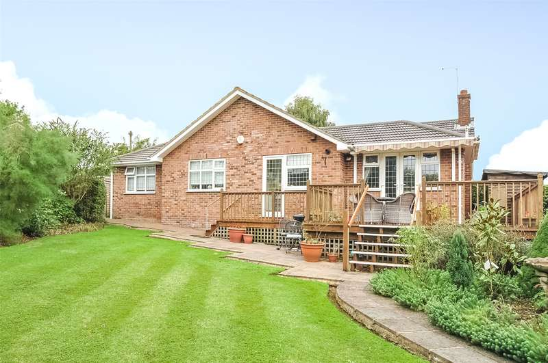 4 Bedrooms Bungalow for sale in Hill Rise, Rickmansworth, Hertfordshire, WD3