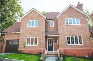 5 Bedrooms Detached House for sale in Kingswood Place, Boxford Close, South Croydon