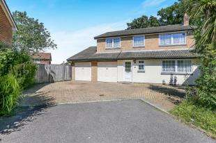 4 Bedrooms Detached House for sale in Kingswood Close, Tollgate Hill, Crawley, West Sussex