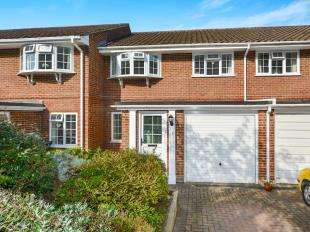 3 Bedrooms Terraced House for sale in Palmer Close, Redhill, Surrey