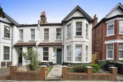 2 Bedrooms Flat for sale in Westbere Road, Cricklewood, London