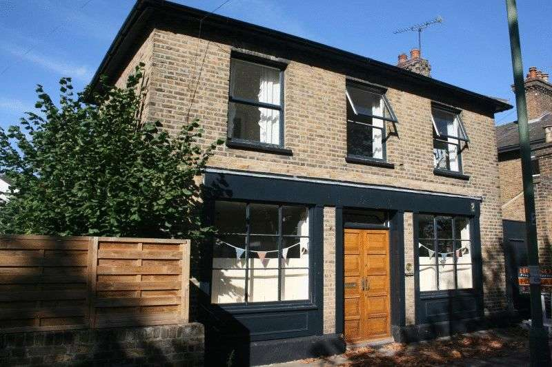 2 Bedrooms Detached House for sale in Milton Place, Southend-On-Sea