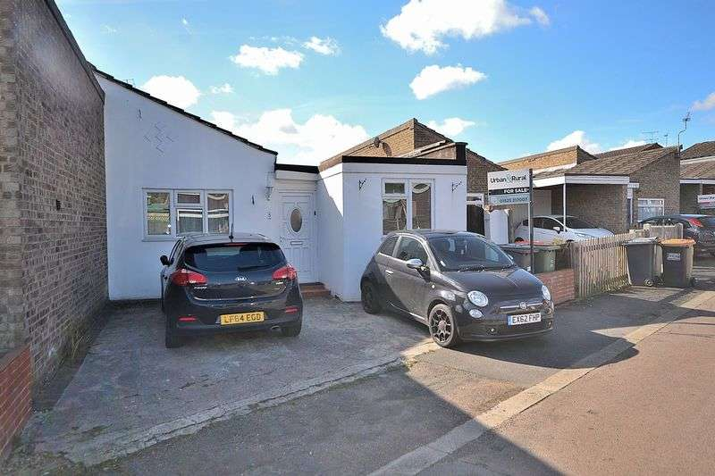 4 Bedrooms Semi Detached Bungalow for sale in Upper Coombe, Linslade