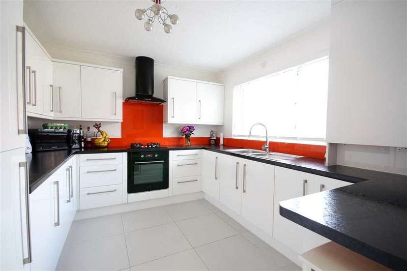 3 Bedrooms Terraced House for sale in South Court, Hamble, Southampton