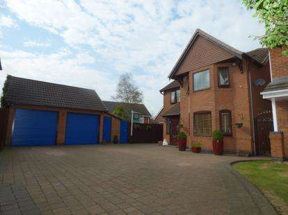 4 Bedrooms Detached House for sale in Celandine, Tamworth, Staffordshire