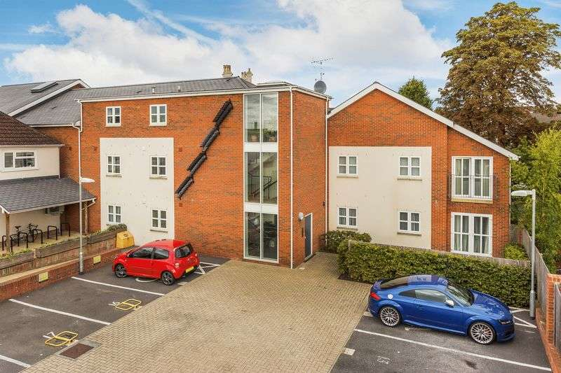 2 Bedrooms Flat for sale in Worplesdon Road, Guildford