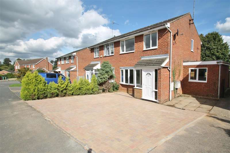 3 Bedrooms Semi Detached House for sale in Hare Close, Buckingham