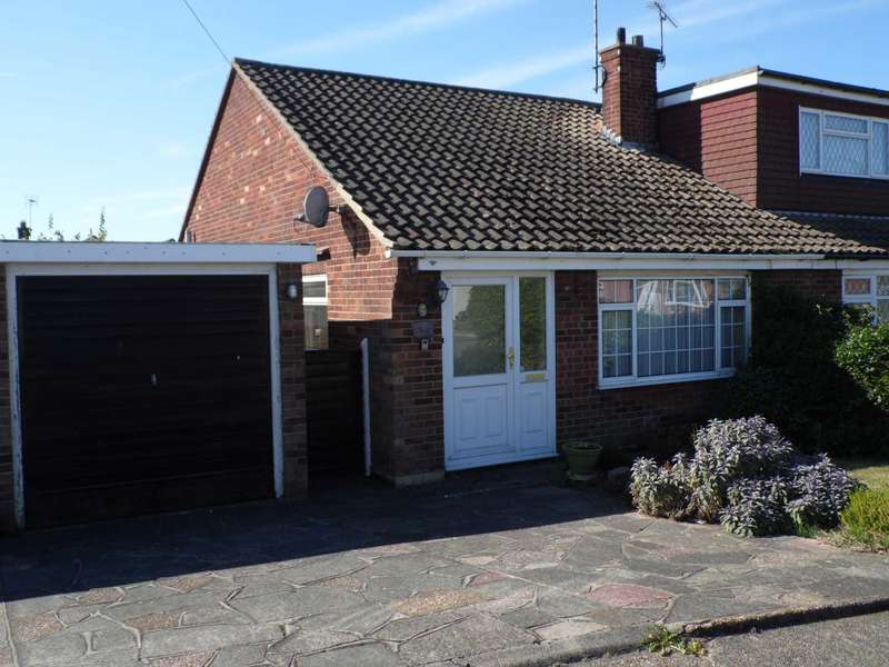 2 Bedrooms Semi Detached Bungalow for sale in Farm Way, Thundersley