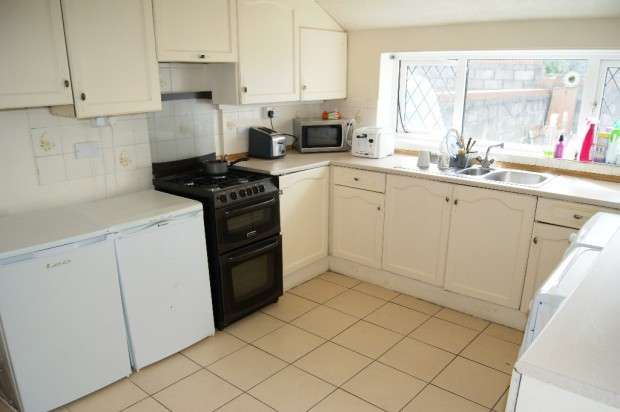 3 Bedrooms Terraced House for sale in Stanley Road Stanley Road, Llanelli, SA15