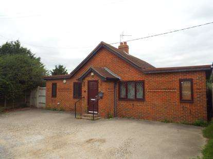 3 Bedrooms Bungalow for sale in Bowers Gifford, Essex