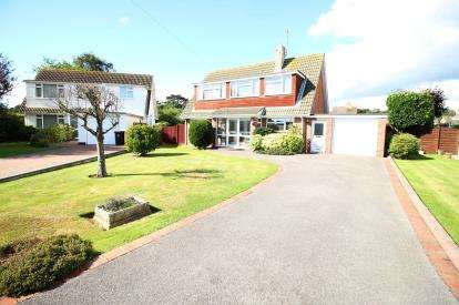 3 Bedrooms Bungalow for sale in Highcliffe, Dorset