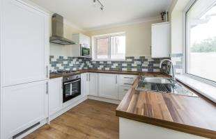 2 Bedrooms Bungalow for sale in Old Gate Road, Faversham, Kent