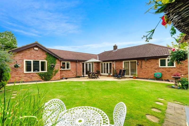 4 Bedrooms Detached Bungalow for sale in Back Lane, Foston, Grantham, Lincolnshire, NG32