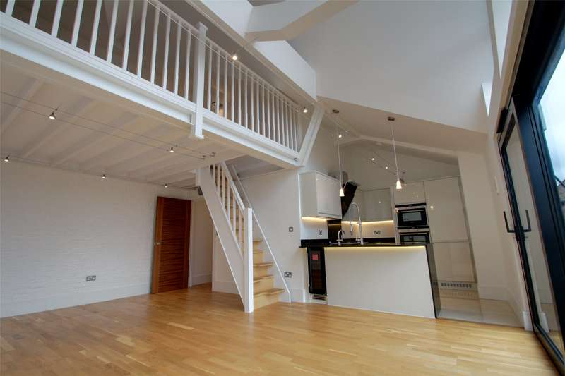 2 Bedrooms Apartment Flat for sale in The Bourne, Chertsey, Surrey, KT16