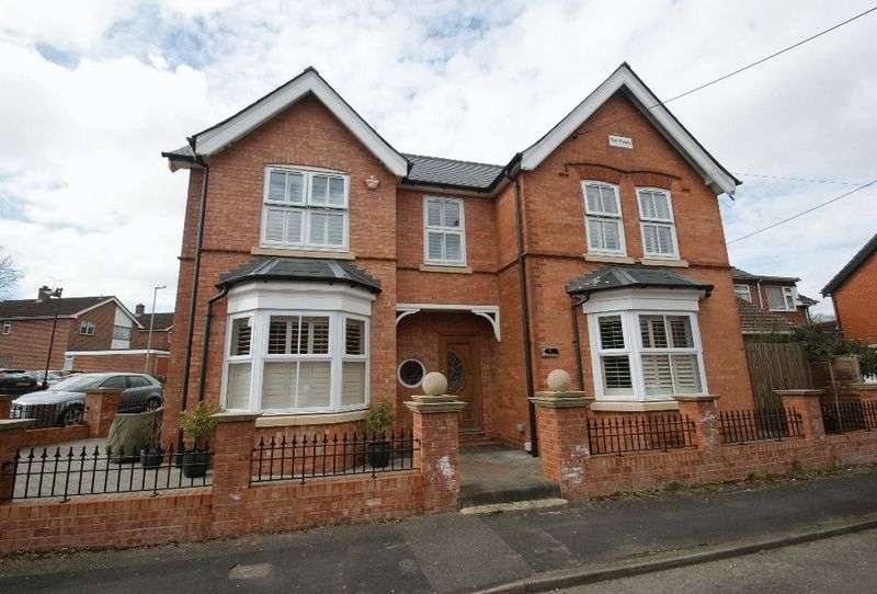 3 Bedrooms Detached House for sale in Balmoral Road, Andover