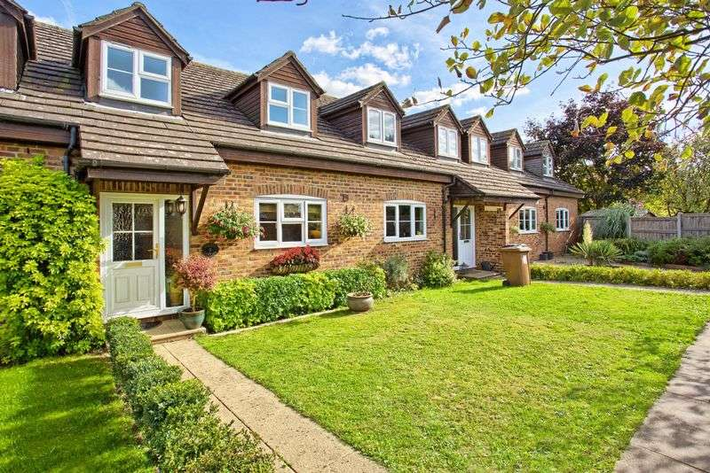 2 Bedrooms Terraced House for sale in Chapmore End, Nr Ware, Hertfordshire
