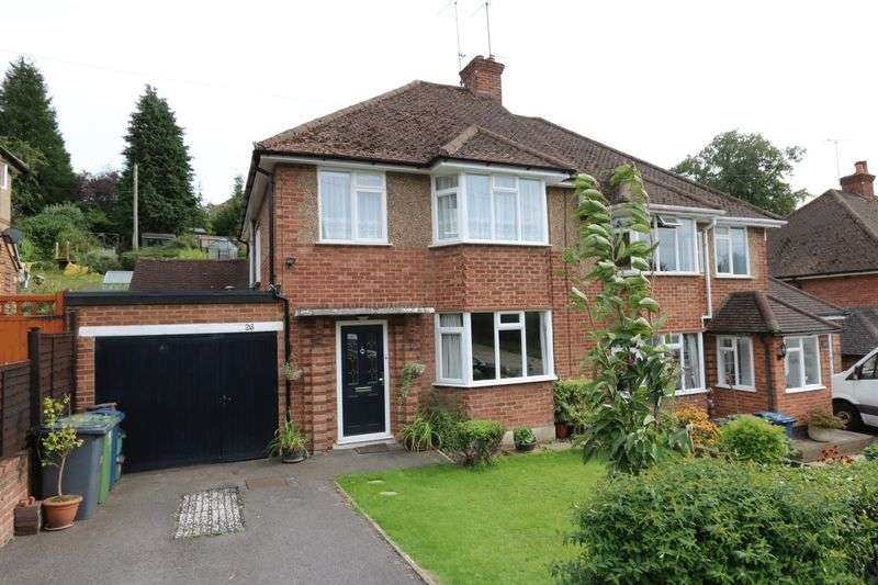 3 Bedrooms Semi Detached House for sale in Westover Road, Downley
