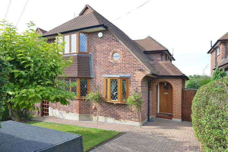 3 Bedrooms Detached House for sale in Christian Fields, London