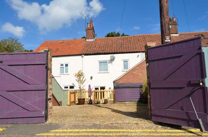 3 Bedrooms Terraced House for sale in Magpie Road, Norwich