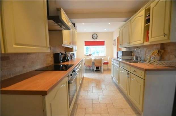 3 Bedrooms Detached House for sale in Wolmer Gardens, Edgware, HA8