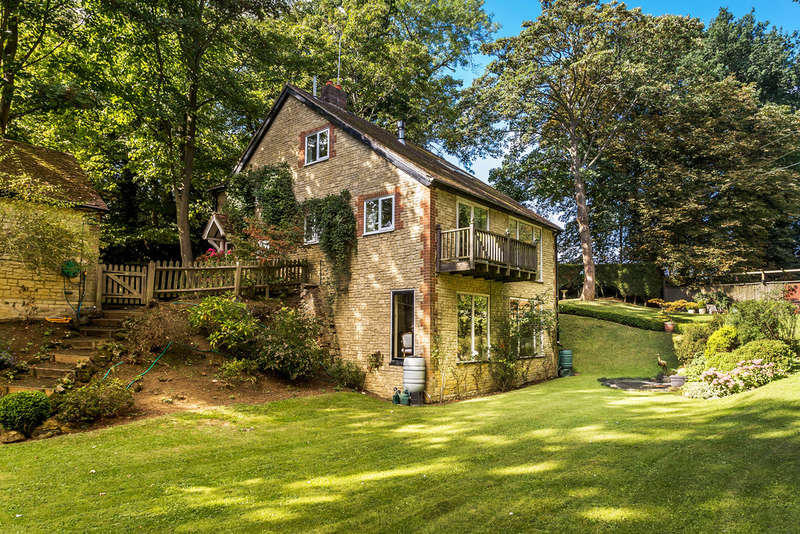 4 Bedrooms Detached House for sale in The Walk, Tandridge, RH8