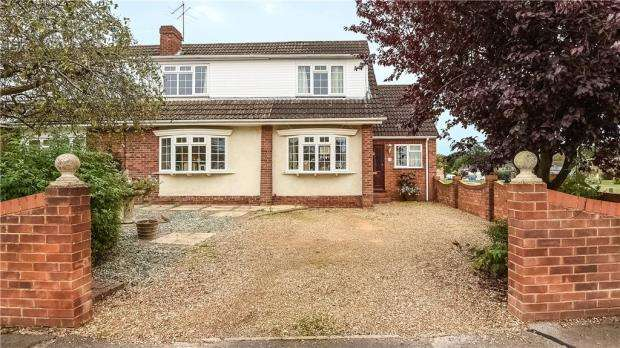 4 Bedrooms Semi Detached House for sale in Campbell Road, Woodley, Reading