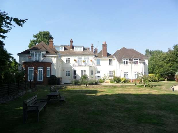 3 Bedrooms Flat for sale in Bylands House, Redbourn, Redbourn