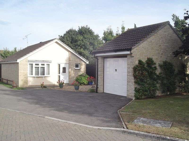 2 Bedrooms Detached Bungalow for sale in Old School Close, Yeovil