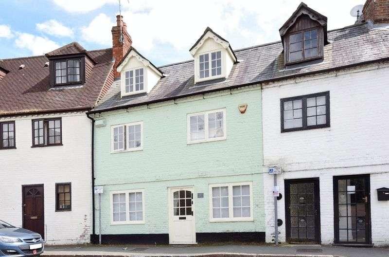 3 Bedrooms Terraced House for sale in Nelson Street, Buckingham